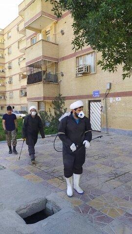 تعقيم الوحدات السكنية على يد طلاب العلوم الدينية لمكافحة فايروس كورونا بمدينة بهبهان