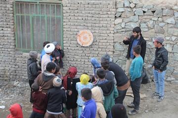 فیلم/ فعالیت فرهنگی  ورزشی طلاب و روحانیون شهرستان خوی در مناطق زلزله زده