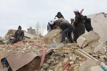 بالصور/ مساعدات ونشاطات طلاب العلوم الدينية للمتضرريين بالزلزال في مدينة خوي شمالي شرق إيران