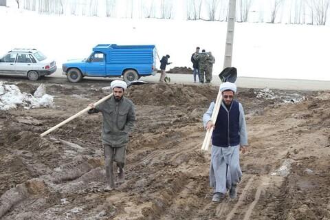 تصاویر/ فعالیت های جهادی طلاب خوی در مناطق زلزله زده