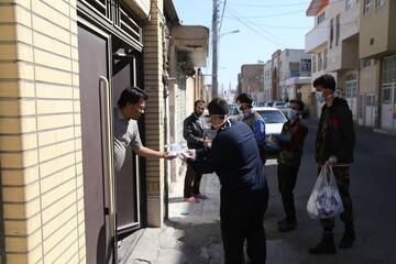 تصاویر / توزیع بستههای بهداشتی توسط بسیجیان پایگاه حضرت ولی عصر (عج) نیروگاه