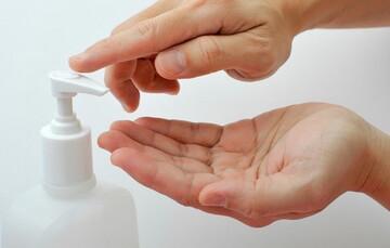فیلم | آیا بعد از استفاده از ژلهای ضدعفونی کننده باید دستمان را برای نماز آب بکشیم؟
