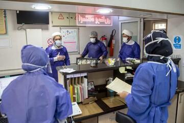 فیلم | تعامل کادر پزشکی بیمارستان فرقانی و نیروهای جهادی در مبارزه با ویروس کرونا
