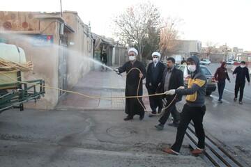 طلاب جهادی معابر شهر اقبالیه را ضدعفونی کردند+ عکس