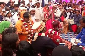 """انجام رسومات مسلمان و هندو در مراسم ازدواج در """"زیر یک سقف"""""""