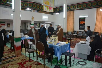تصاویر / بازدید امام جمعه مرند از محل دوخت ماسک در محله استمز شهرستان مرند
