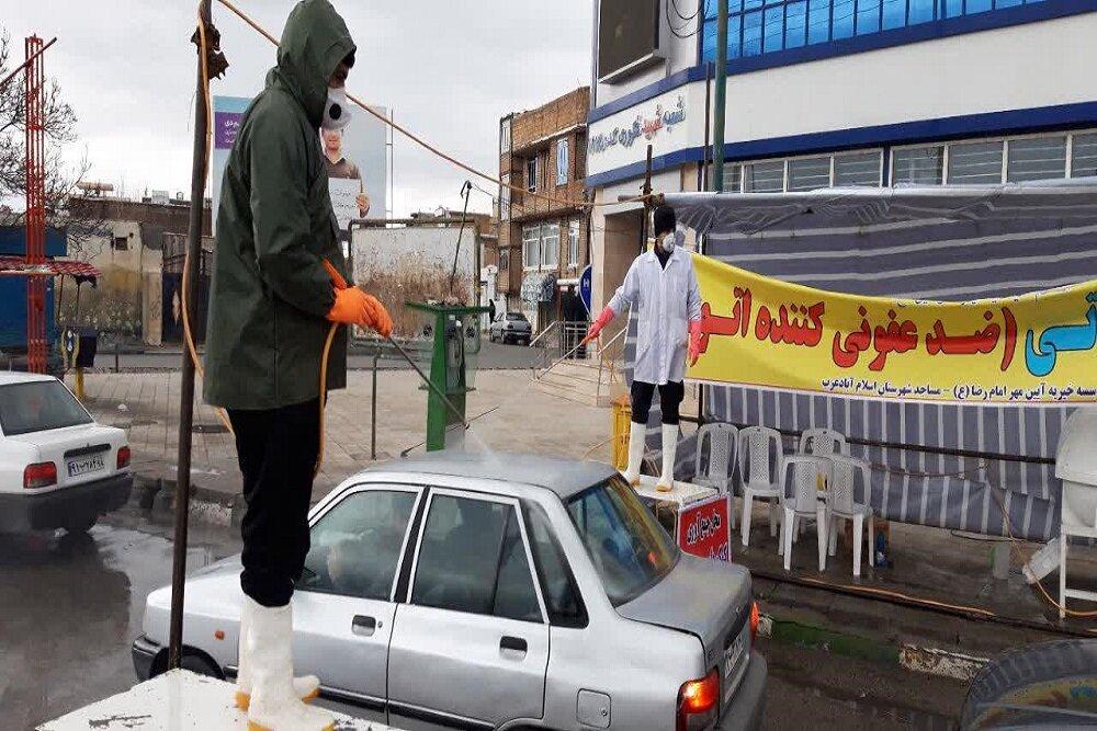 تصاویر/ طلاب جهادی اسلام آباد غرب در حال ضدعفونی خودروها