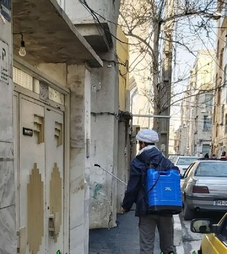 ضدعفونی معابر منطقه ۱۷ تهران با تلاش طلاب جهادگر+ عکس