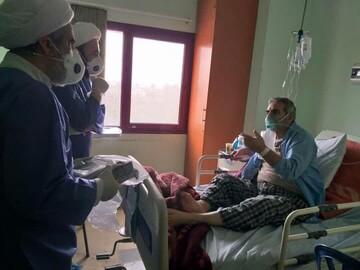 جلوههای مهربانی در روزهای کرونایی/ خدمت اساتید حوزه به بیماران