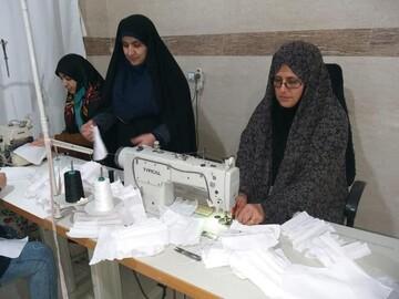 طلاب خواهر رامیانی در میدان تولید و توزیع ماسک+ عکس