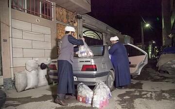 توزیع بسته های بهداشتی اوقاف کرمانشاه در حاشیه شهر