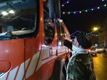 امام جمعه سلماس همراه با آتشنشانها معابر را ضدعفونی کرد+ عکس