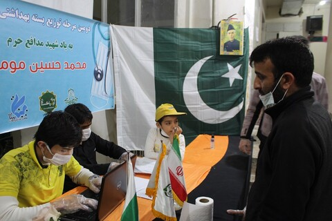 تصاویر/ دومین مرحله توزیع اقلام بهداشتی رایگان توسط طلاب پاکستانی مقیم قم