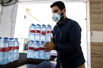 فیلم | بستهبندی و توزیع محلولهای ضدعفونیکننده توسط طلاب یزدی