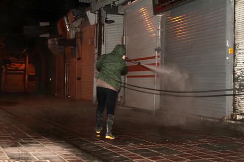 تصاویر / رزمایش بسیجیان همدان برای ضدعفونی کردن شهر