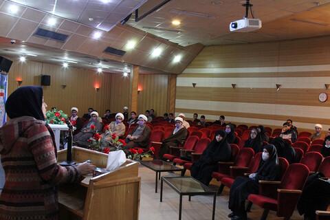 ورشة تعليمية للطلاب العلوم الدينية والمتطوعين لمكافحة كورونا في همدان