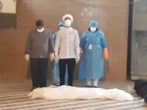 تجهيز موتى الكورونا على يد طلاب العلوم الدينية المتطوعين في محافظة هرمزكان