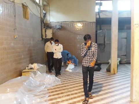 تصاویر شما/ تجهیز اموات کرونایی توسط طلاب جهادی هرمزگان