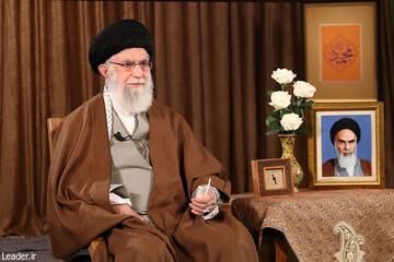فیلم | قرائت صلوات مخصوص امام رضا(ع) در ابتدای سخنان رهبر انقلاب