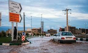 تلاش ۲۶۰ اکیپ نیروهای خدمات شهری و آتشنشانی برای رفع آبگرفتگی شهر قم