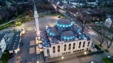 پخش اذان از بلندگوی مسجد آلمان برای تقویت روحیه معنوی