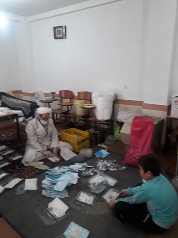 تصاویر/ فعالیت های جهادی طلاب مرندی در مبارزه با ویروس کرونا
