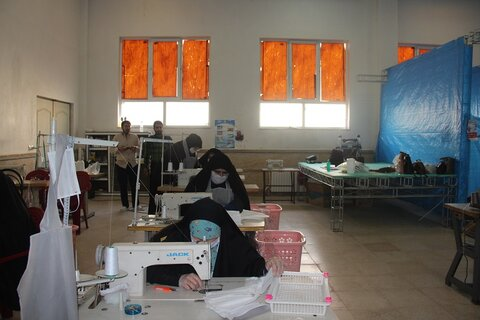 تصاویر/ فعالیتهای طلاب جهادی در قرارگاه  حضرت خدیجه (س) مرکز خدمات حوزه علمیه قزوین