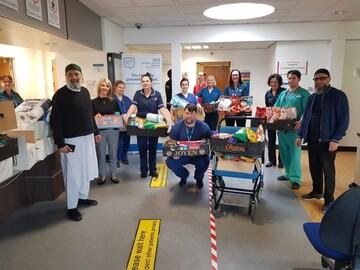 اهدای کمکهای مساجد پرستون به کادر درمانی انگلیس