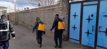 تصاویر / ضدعفونی معابر عمومی  توسط طلاب و بسیجیان بستان آبادی
