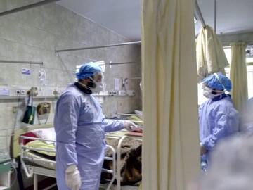 حال و هوای بیماران کرونایی بیمارستان بهارلو در مواجهه با طلاب جهادی+ عکس
