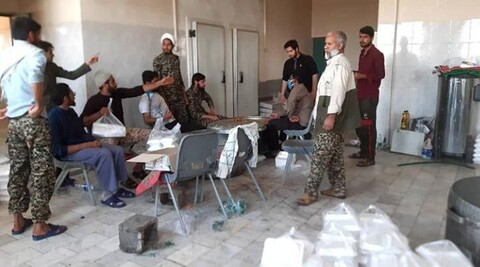 تصاویر شما/ کمکرسانی طلاب و روحانیون شهرستان جیرفت به سیل زدگان زهکلوت و رودبار جنوب
