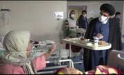 فیلم| توزیع غذای متبرک حضرت امام رضا(ع) در بین بیماران کرونایی قم