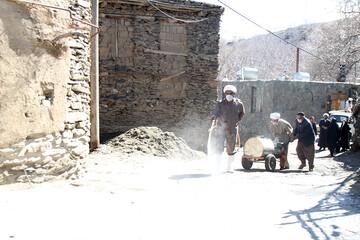 تصاویر/ ضدعفونی روستاها توسط  طلاب قرارگاه جهادی شهید مدنی حوزه همدان