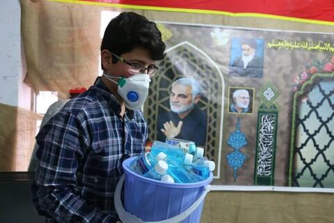 تصاویر / توزیع بستههای بهداشتی توسط قرارگاه جهادی مدرسه علمیه امام صادق(ع) اهر در بین مردم