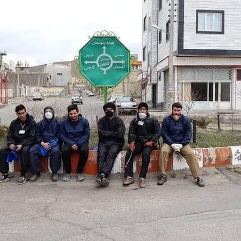 تصاویر / ضدعفونی معابر عمومی و اماکن مذهبی توسط طلاب و بسیجیان تبریزی