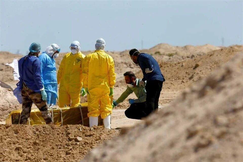 تدفین متوفیان کرونا در قبرستان وادی السلام توسط حشد الشعبی