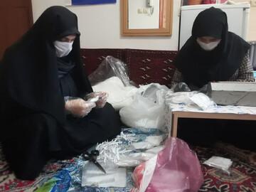 تولید روزانه هزار ماسک با تلاش بانوان طلبه گیلانی/ طلاب جهادی خطر کفن و دفن اموات کرونایی را به جان خریده اند