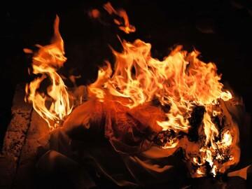 سوزاندن پیکر یک مسلمان مبتلا به کرونا در بمبئی!
