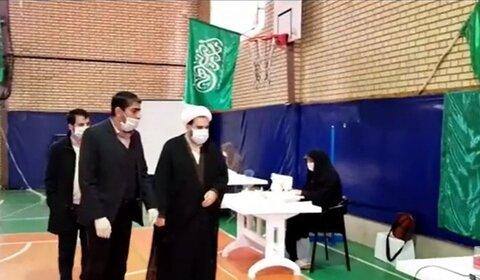 بازدید حجت الاسلام سهرابی از کارگاه تولید ماسک و لباس مخصوص کادر درمانی