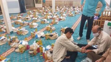 فیلم/ پخش 114 بسته غذایی بین نیازمندان توسط طلاب ارومیه