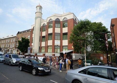 مسجد پارک فینزبری به کارکنان بیمارستان غذارسانی می کند