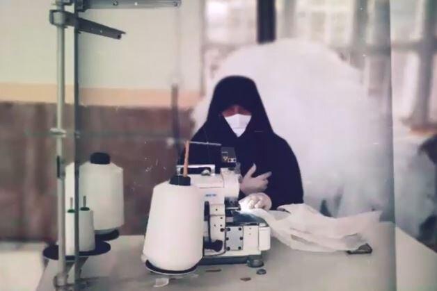 کلیپ | تولید ماسک توسط بانوان طلبه ارومیهای