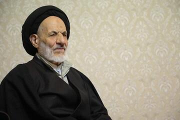 گفتگوی تلفنی امام جمعه بیرجند با خانواده اولین شهید مدافع حرم خراسان جنوبی