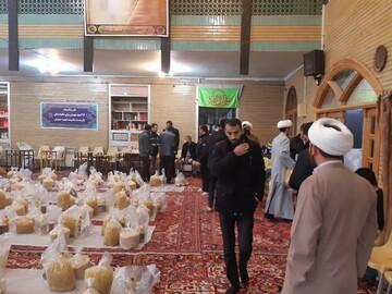 تصاویر / پخش بسته های معیشتی توسط طلاب جهادی تبریز