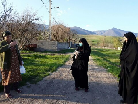 تصاویر شما/ کمکرسانی خواهران طلبه جهادی استان گیلان در مبارزه با کرونا