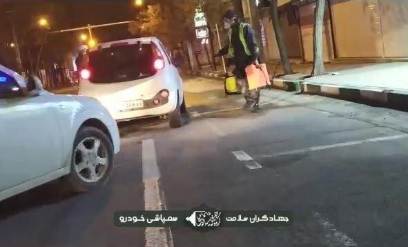 کلیپ | ضدعفونی خودروها توسط طلاب جهادی زنجان