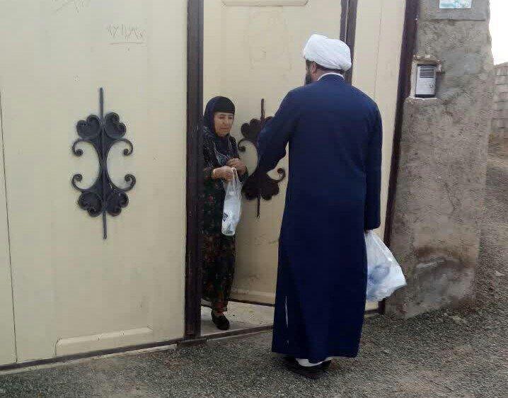 توزیع پک های بهداشتی و ضدعفونی معابر عمومی توسط طلاب جهادی مدرسه علمیه امام صادق(ع) قروه