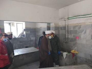 نظارت امامجمعه تکاب بر غسل، کفن و دفن بیماران کرونایی