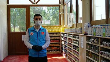 مسجد استانبول نیازهای اولیه مردم را در بحران کرونا تامین میکند