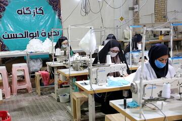 تصاویر/ تولید ماسک توسط بانوان جهادی در مسجد امام موسی کاظم(ع) پردیسان